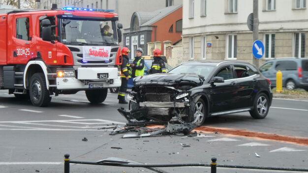 Zderzenie z udziałem taksówki. Dwoje pasażerów w szpitalu