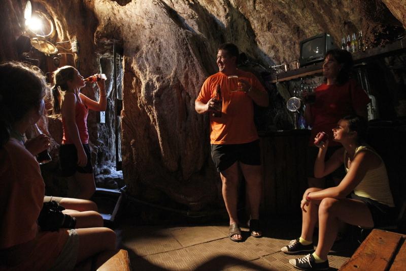 Pub funkcjonujący w baobabie Sunland (zdjęcie z 2010 roku | PAP/EPA/JONATHAN BRADY)