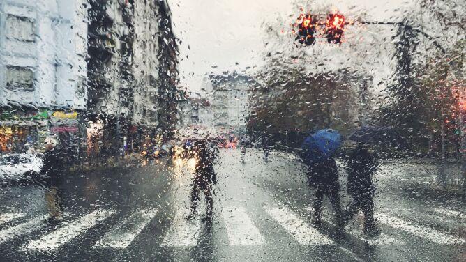 Prognoza pogody na dziś: deszczowo w całej Polsce, silny wiatr